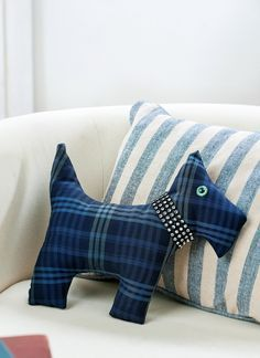 Traditional Tartan Scottie Dog Pattern - Tap the pin for the most adorable pawtastic fur baby apparel! You'll love the dog clothes and cat clothes! Sewing Toys, Sewing Crafts, Sewing Projects, Sewing Stuffed Animals, Stuffed Toys Patterns, Sewing Patterns Free, Free Sewing, Tartan Crafts, Dog Cushions