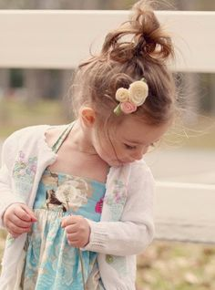 Toddler pony tail with flowers http://instagram.com/sparklysodastyle