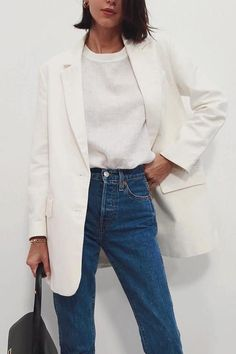Minimalistic Outfits For Spring Minimalistic Outfits For Spring effortless minimalist outfit ideas to refresh your spring wardrobe Mode Outfits, Jean Outfits, Fashion Outfits, Fashion Tips, Fashion Trends, Travel Outfits, Fashion Boots, Fashion Ideas, Fashion Beauty