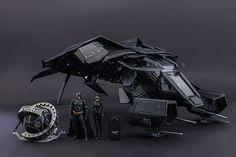 """Коллекционный набор """"The Bat"""" от Hot Toys / Hot Toys продолжает играть на чувствах фанатов различных супергероев и буквально на днях представили коллекционный набор «The Bat» из The Dark Knight Rises. В него входит фигурка Бэтса в масштабе 1/12, еголетающий агрегат,..."""