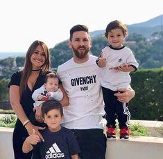 Familia de  leo / Leo's family @leomessi #_barca_club World Cup 2018, Fifa World Cup, Uruguay, Football Players, Football Fans, Leonel Messi, Soccer Memes, Sergio Ramos, Fc Barcelona