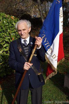 Commémoration du 11 novembre 2015 à FRANOIS. Le chant des fleurs tenait à remercier nos anciens combattants et pour cela nous avons envoyer notre photographe afin d'immortaliser cet événement.