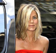 Jennifer Aniston is one of the best celebrity wearer of bob hairstyles so we have collected 15 Jennifer Aniston Bob Haircut Ladies Will Love! Take a look at. Medium Hair Cuts, Short Hair Cuts, Medium Hair Styles, Short Hair Styles, Jennifer Aniston Bob, Jennifer Aniston Hairstyles, Short Hairstyles For Women, Celebrity Hairstyles, Hairstyles Haircuts