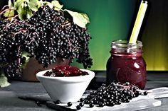 Sladký voňavý džem vyrobený z bobulek černého bezu, cukru, kyseliny citronové a vody.