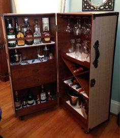 Stateroom Armoire Love the new steamer trunk bar! Trunk Furniture, Repurposed Furniture, Diy Furniture, Armoire Bar, Mini Bars, Trunk Makeover, Art Deco Bar, Vintage Trunks, Steamer Trunk