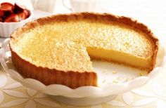 This french lemon tart is a sweet but sour dessert featuring zesty lemon juice, sugar, eggs, and a buttery crust. Lemon Desserts, Lemon Recipes, Tart Recipes, Sweet Recipes, Dessert Recipes, Cooking Recipes, Healthy Recipes, Ricotta, Pasta Brisa