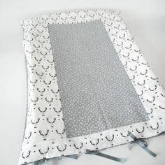Housse matelas à langer - tissu fantaisie imprimé cerfs - rubans gris - noir&blanc
