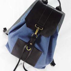 Backpack Indigo de lona com couro, clean e sofisticada. Ótima pra quem gosta de…