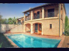 Vakantiehuis 'Luxueuze Provencaalse villa met zwembad' Villa, Mansions, House Styles, Home Decor, Mansion Houses, Homemade Home Decor, Manor Houses, Fancy Houses, Fork