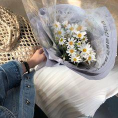 Little pretty flowers Flower Aesthetic, White Aesthetic, Aesthetic Girl, No Rain, My Flower, Pretty Flowers, Prettiest Flowers, Aesthetic Pictures, Planting Flowers