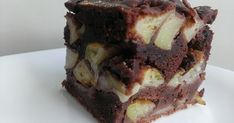 Chocolate Peanut Butter Poke Cake Recipe - How are you today? How about making Chocolate Peanut Butter Poke Cake? Just Desserts, Delicious Desserts, Yummy Food, Food Cakes, Vegetarian Chocolate, Chocolate Recipes, Dessert Chocolate, Making Chocolate, Chocolate Syrup