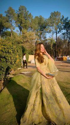 Pakistani Fashion Party Wear, Pakistani Wedding Outfits, Pakistani Dresses Casual, Indian Fashion Dresses, Dress Indian Style, Pakistani Wedding Dresses, Pakistani Dress Design, Bridal Outfits, Indian Wedding Gowns