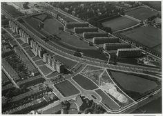 1959, Segbroeklaan middenonder het kerkje aan de Beeklaan, rechtsboven de sportvelden aan de Sportlaan. c2b44a80-7f26-297b-a167-458ce5e14f03.jpg