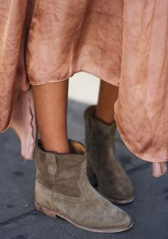 Long skirt + suede boots