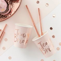 Cheers to the occasion with these Ginger Ray Metallic Rose Gold & Pink Team Bride Cups! The paper cups are blush pink and feature the headline 'Team Bride' in metallic rose gold script font. Rose Gold Paper, Rose Gold Foil, Pink Paper, Team Bride, Team Groom, Lingerie Rosa, Hen Party Balloons, Sweet Party, Baby Party