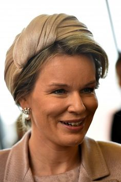 The German state visit to Belgium continued today withvisits to the Audi factory, a fashion museum, a youth center and the Rubens House. For these engagements, Queen Mathilde repeated a rosy-beige…