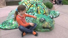 Using art to educate the public about marine trash - The Washed Ashore: Plastics, Sea Life and Art project aims to educate the public about the increasing problem of trash polluting the world's oceans using massive, interactive art. San Francisco Zoo, Make My Day, Marine Debris, Ocean Pollution, Trash Art, Plastic Art, Environmental Art, Animal Sculptures, Recycled Art
