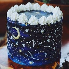 What Sign Doesn't Like Cake? Tag Someone! Pretty Birthday Cakes, Pretty Cakes, Cute Cakes, Beautiful Cakes, Amazing Cakes, Crazy Cakes, Fancy Cakes, Galaxy Desserts, Kreative Desserts