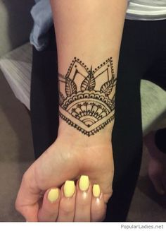 Yellow nails and tattoo