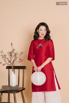 Vietnamese Traditional Dress, Traditional Dresses, Ao Dai Cach Tan, Vietnamese Clothing, Bridal Photoshoot, Culture, Tweed, Cool Style, Cold Shoulder Dress