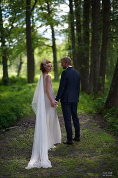 Get the tip from our photo pro on how to make sure you time your wedding photos so that they're taken at the best time of the day.