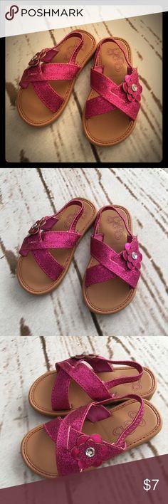 ✨Sparkle Sandals✨ Super cute sparkly flat sandals. Like new! Hardly worn. Shoes Sandals & Flip Flops