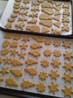Medovníčky na poslednú chvíľu (fotorecept) - obrázok 2 Cookies, Desserts, Food, Basket, Crack Crackers, Tailgate Desserts, Deserts, Biscuits, Essen