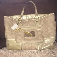 LOWERED Coach poppy authentic bag Corners and handles have normal wear. There are pen stains inside. Lowered Coach Bags Totes