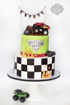 Monster Trucks Cake for Teagan but the Top cake be Dark Blue. Monster Jam Cake, Monster Truck Birthday Cake, Monster Truck Party, Monster Trucks, Oreo, Truck Cakes, Cakes For Boys, Cupcake Cakes, Cupcakes