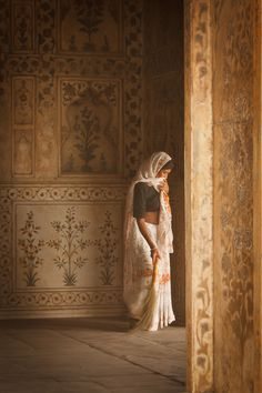 """Sweeping"" by Rui Oliveira. Red Fort, Old Delhi, India - ""Sweeping"" by Rui Oliveira. Red Fort, Old Delhi, India - We Are The World, People Around The World, Rajasthan Inde, Jaipur, Namaste India, India And Pakistan, Delhi India, Amazing India, Indian Architecture"