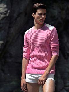 Pull Pic de Nore en coton avec une finition  bord côte au niveau du col, des poignets et de la taille. Un très beau modèle grâce à ce jeu de maille sophistiqué sur le devant. Le dos est uni. Ce pull très travaillé, attirera l'attention en toute situation. http://www.pic-de-nore.com/fr/detail/pull-jeux-de-mailles-rose #picdenore #madeinfrance #pull #homme #mode #fashion