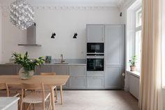 Sober, Home Kitchens, Home And Garden, Table, Furniture, Home Decor, Kitchen Ideas, Villa, Modern Kitchens
