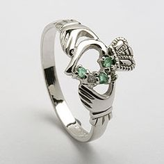 Oh my Lord this is so beautiful!! <3 One day I will have you, you lovely Claddagh ring!
