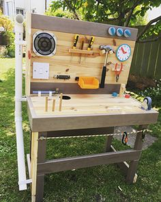 Cleave toddler workbench/sensory table