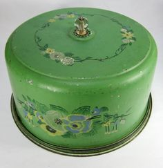 Vintage Green Cake Plate and Cover / Enamelware Vintage Kitchenware, Vintage Tins, Vintage Dishes, Vintage Metal, Vintage Decor, Vintage Coffee, Vintage Canisters, Cake Tins, Cake Plates