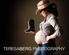 Maternity. Cute! Switch boot for camera ;)