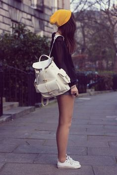 20 Stylish Ways to Wear a Backpacks glamhere.com Street style