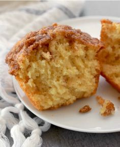 Cinnamon Streusel Muffins Recipe Nothing says comfort like a homemade batch of cinnamon streusel muffins. Our recipe instructions ar Zucchini Muffins, Muffins Blueberry, Protein Muffins, Yummy Treats, Delicious Desserts, Sweet Treats, Yummy Food, Vegan Desserts, Cinnamon Streusel Muffins
