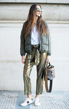 Estelle Pigault poses wearing a Sessun jacket, Louis Vuitton bag and Gucci sneakers poses before the Shiatzy Chen show at the Grand Palais during Paris Fashion Week on October 2016 in Paris, France. Fashion Week, Look Fashion, Fashion Trends, Net Fashion, Paris Fashion, Fashion Beauty, Metallic Trousers, T Shirt Branca, Looks Street Style