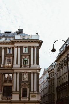 Europe Travel Tips, Travel Guide, Vienna State Opera, Dubai Skyscraper, Austria Travel, Tourist Trap, Paradise On Earth, Vienna Austria, Budapest Hungary