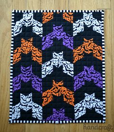 Barn Bat Mini-Quilt - pattern from Oh Fransson Blog.  www.modernhandcraft.com #miniquilt #halloween #bats