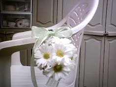 Wedding Flowers: Pew Marker Flowers or Bows?