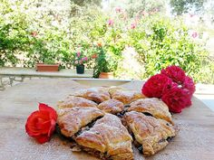Eva In Tasteland: Σφολιάτα με σοκολάτα σταφίδες και μπισκότο!    Τα ...