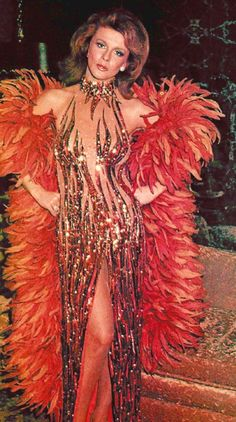 Disco Glam Ann Margret in classic Bob Mackie red feathers Raul Gil, Ann Margret Photos, Classic Bob, Liza Minnelli, Actrices Hollywood, Bob Mackie, Showgirls, Celebs, Celebrities