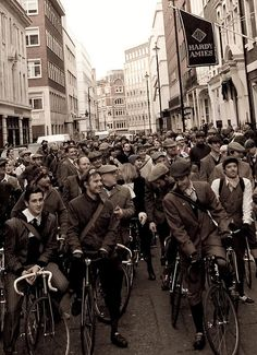 London's tweed run... yes! I must go see this one day. Looks like fun.