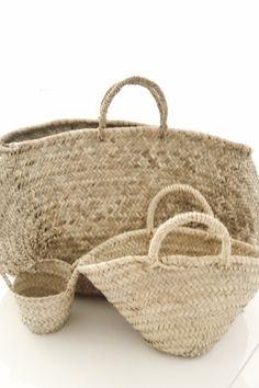 These would make great decor or bags. Tote Backpack, Tote Bag, Basket Bag, Summer Bags, Simple House, Mode Inspiration, Wicker Baskets, Bamboo Basket, Auburn