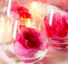 Amazing Romantic Table Centerpiece Decorating Ideas for Valentine's Day _27