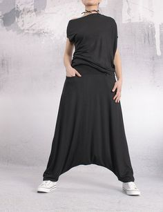 Pants / Black long loose oriental pants / drop crotch / harem pants / loose pants / oriental pants by UrbanMood - FP-SENA-VL Black Women Fashion, Womens Fashion, Ladies Fashion, Look Boho, Loose Pants, Women's Pants, Drop Crotch, Mode Hijab, Female Models