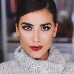 """""""Good morning! Seen my latest beauty post on www.sazan.me? My face makeup here was actually from the same day I re-created my wedding makeup look with…"""""""