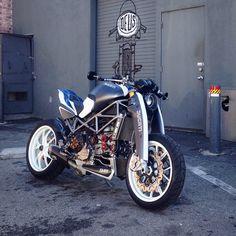 Ducati #parkinglotdelegance @pennatova